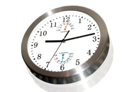 Clock showing 21:13 time